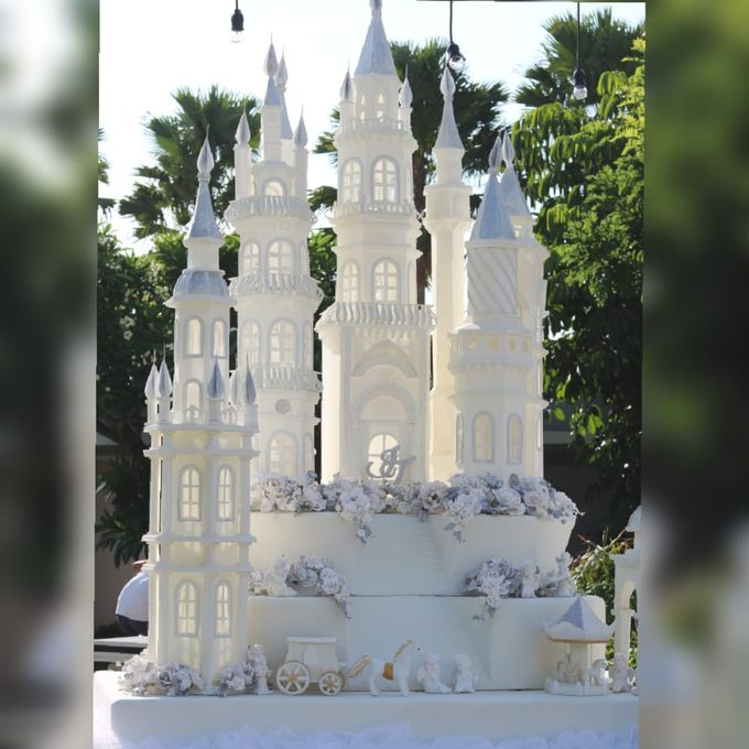 Castle Wedding Cake.Castle Wedding Cake Outdoor Party By Evergreen Cake Boutique