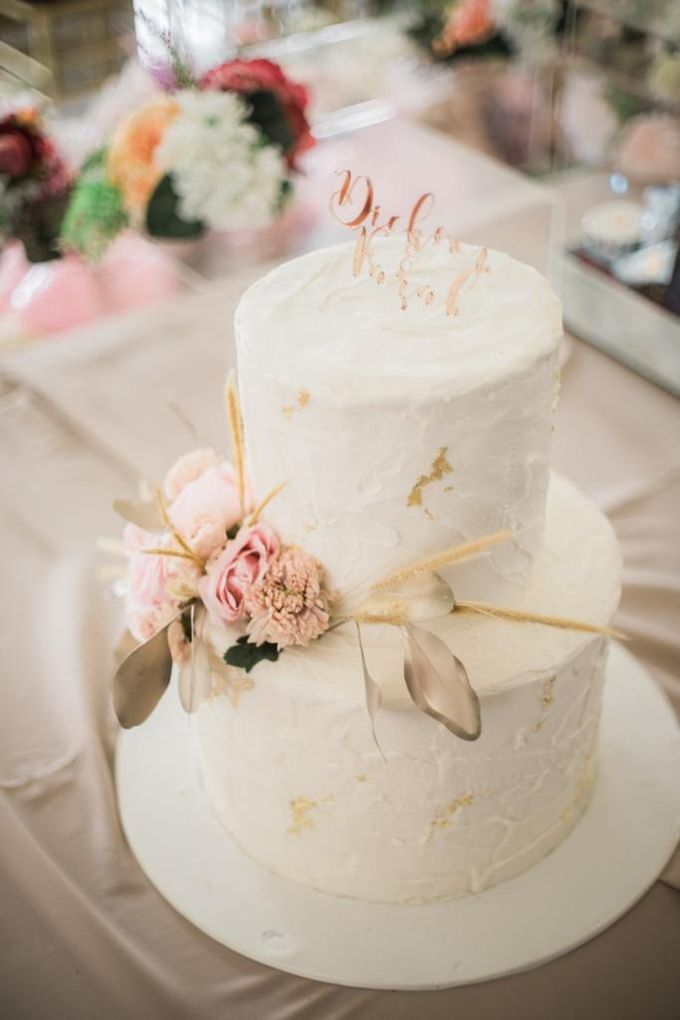Two Tiers by Gordon Blue Cake - 011