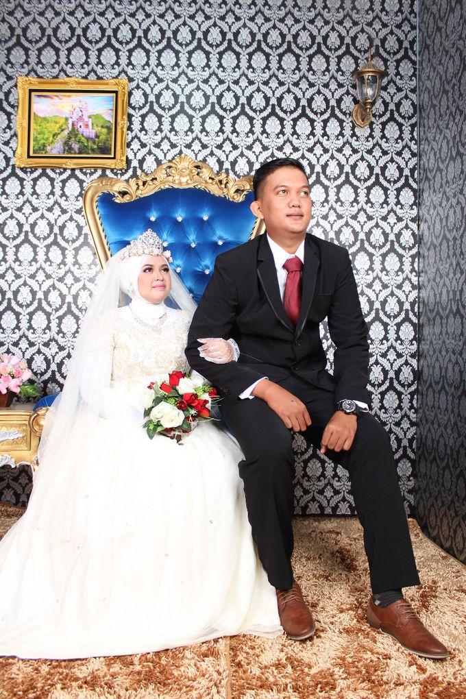 Prewedding Indoor Hijab by AMEY CHAN SALON BRIDAL - 011
