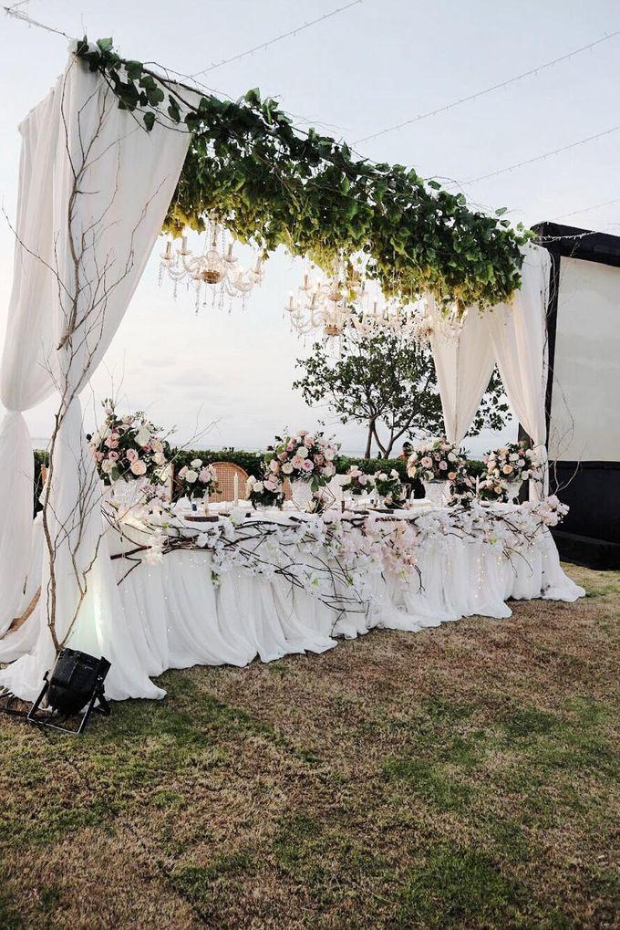 William & Evelin Wedding by Holiday Inn Resort Baruna Bali - 003