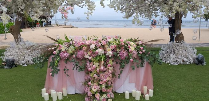 Ivan & Fiona Wedding at Nusa Dua Bali by Catalina Flora - 002
