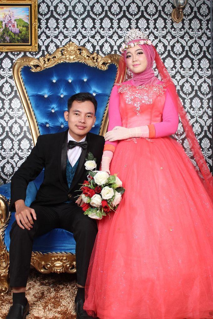 Prewedding Indoor Hijab by AMEY CHAN SALON BRIDAL - 012
