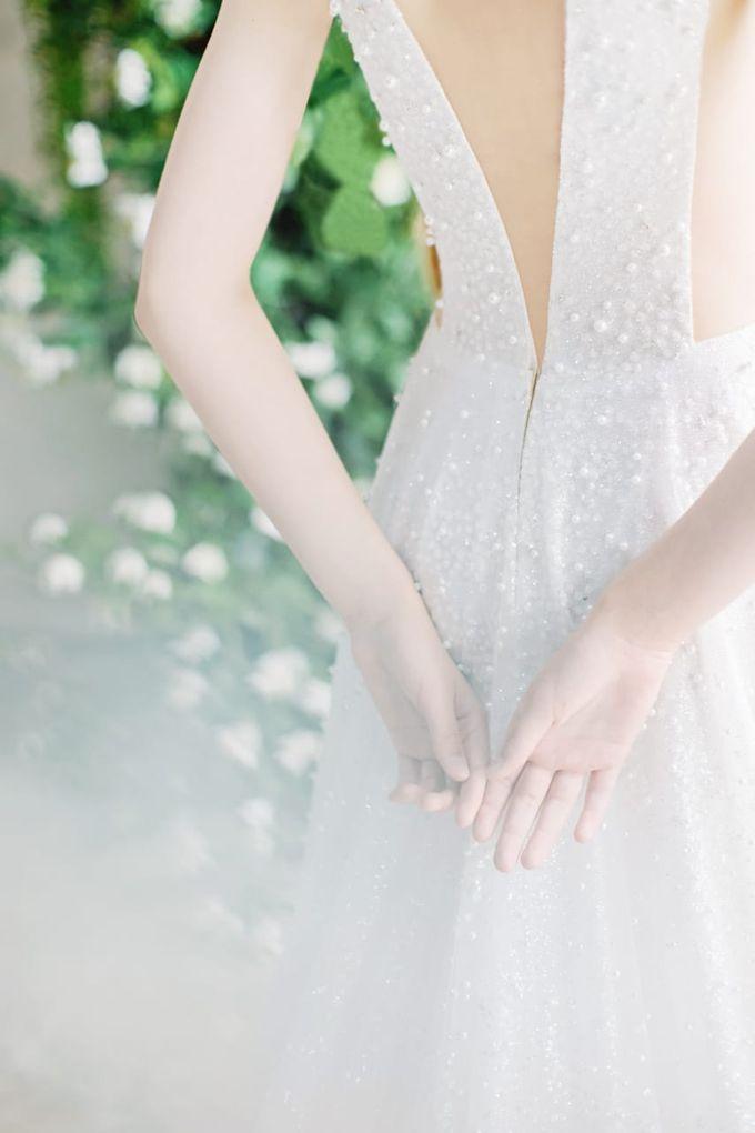 wedding dress by Vivi Valencia - 004