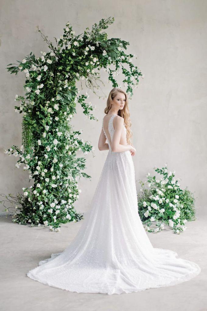wedding dress by Vivi Valencia - 007