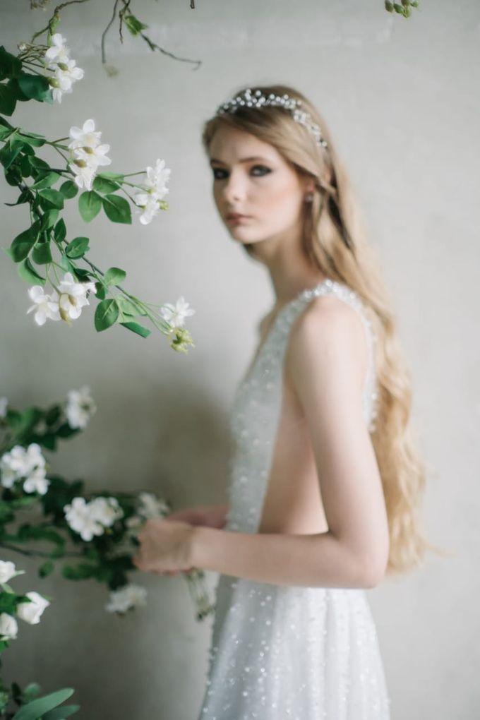 wedding dress by Vivi Valencia - 001