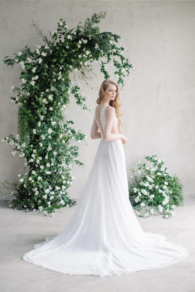 wedding dress by Vivi Valencia - 008