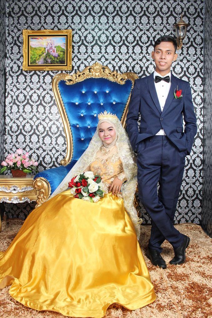 Prewedding Indoor Hijab by AMEY CHAN SALON BRIDAL - 010