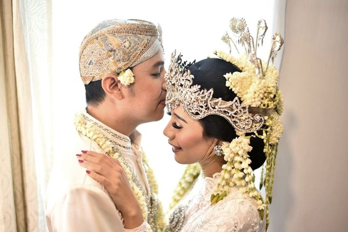 Eca & Dinni by The Sasongko wedding planner & organizer - 005
