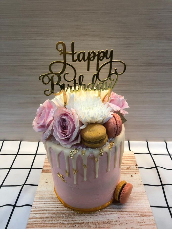 1 Tier Fresh Flowers Cake by FIOR FIORE Patisserie - 002