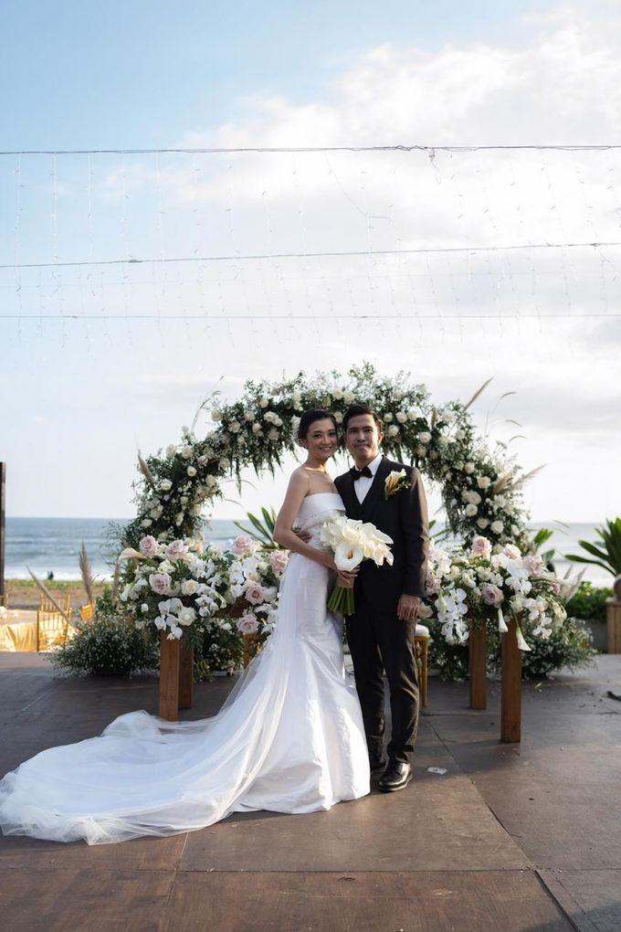 Bagoes & Tara Wedding at Villa Vedas Bali by Catalina Flora - 001