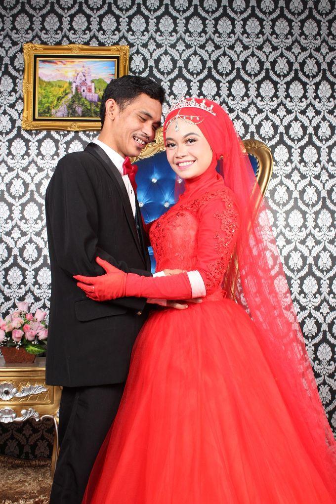 Prewedding Indoor Hijab by AMEY CHAN SALON BRIDAL - 015