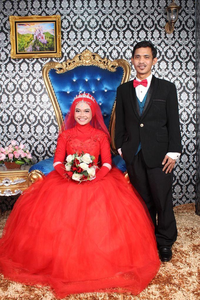 Prewedding Indoor Hijab by AMEY CHAN SALON BRIDAL - 001