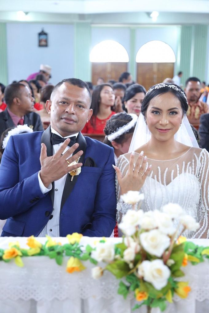 Mr. Ignasius Laya & Mrs. Flaviana by Ventlee Groom Centre - 004