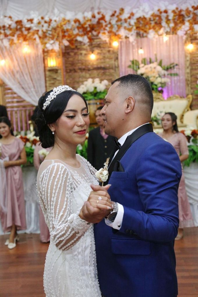 Mr. Ignasius Laya & Mrs. Flaviana by Ventlee Groom Centre - 002