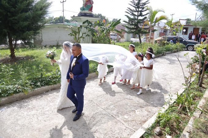 Mr. Ignasius Laya & Mrs. Flaviana by Ventlee Groom Centre - 005