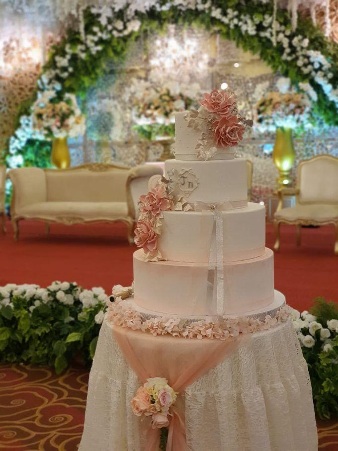 Custom Wedding Cake by Bloomscake Wedding - 025