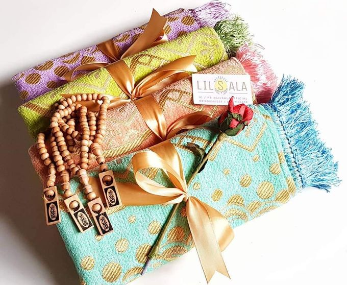Souvenir Sajadah Turkey Chenille Free Tasbih by LILSALA - 002