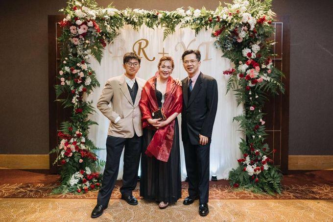 Wedding Decoration : Elegant and Dreamy by Florist By HaejaBudiman - 009