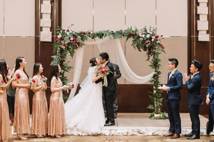 Wedding Decoration : Elegant and Dreamy by Florist By HaejaBudiman - 005