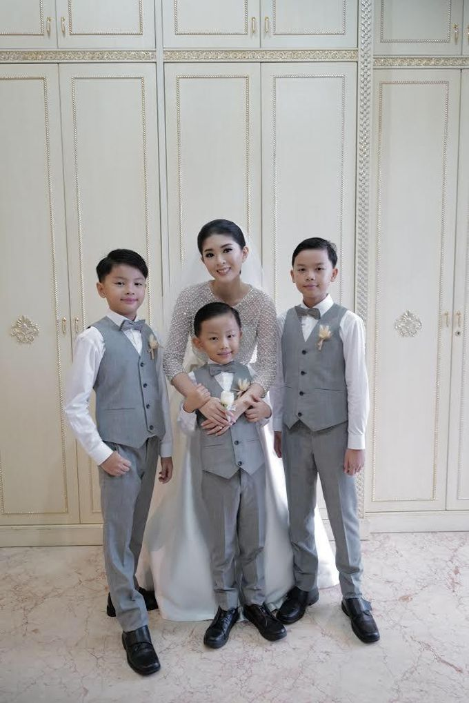 Mr. Aditya And Family by Ansella Tailor - 001
