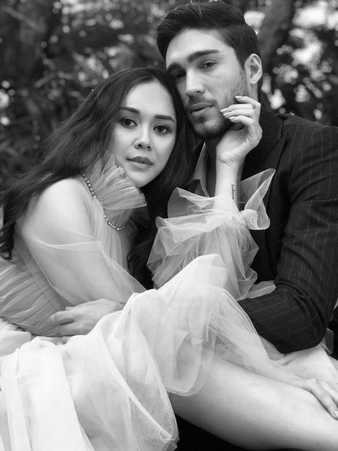 Aura Kasih & Eryck Amaral by Henri Winata Menswear - 002