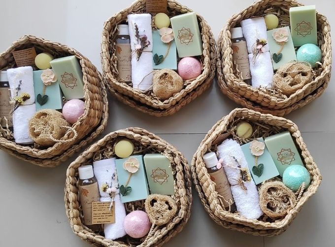Rustic Bridesmaid Hampers by The Rustic Soap - 001