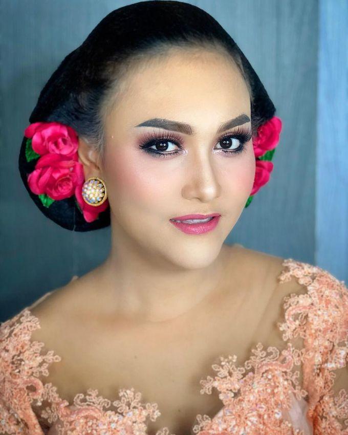 Make Up by Trisa Cintani Makeup & Hair Studio - 003
