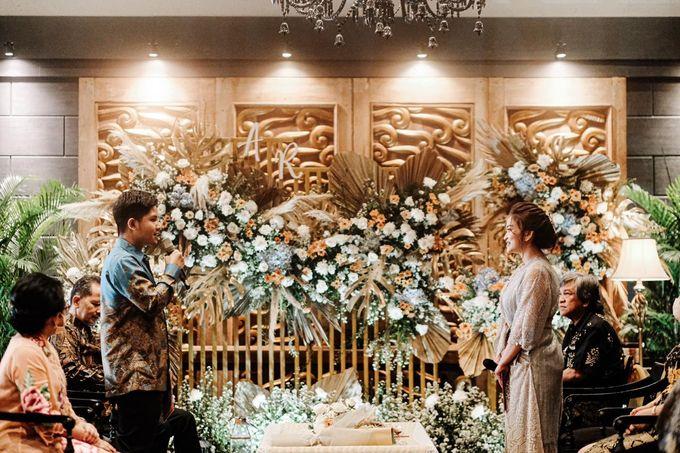 Allysa Riyandi Engagement by Chandira Wedding Organizer - 004