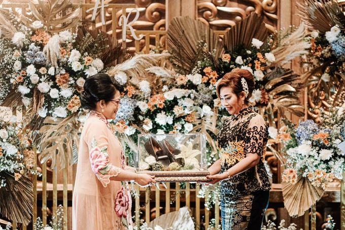 Allysa Riyandi Engagement by Chandira Wedding Organizer - 033