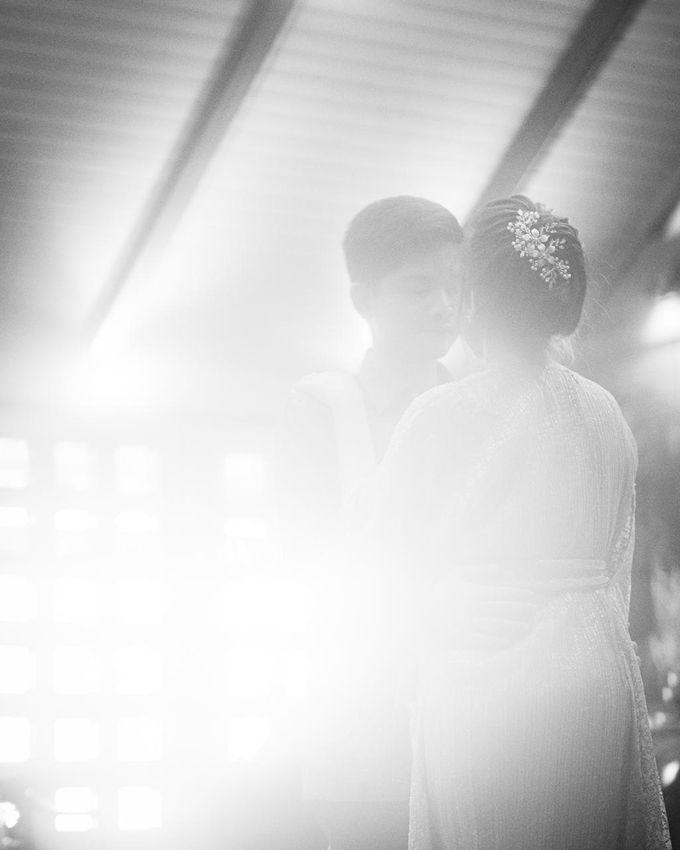 Allysa Riyandi Engagement by Chandira Wedding Organizer - 011