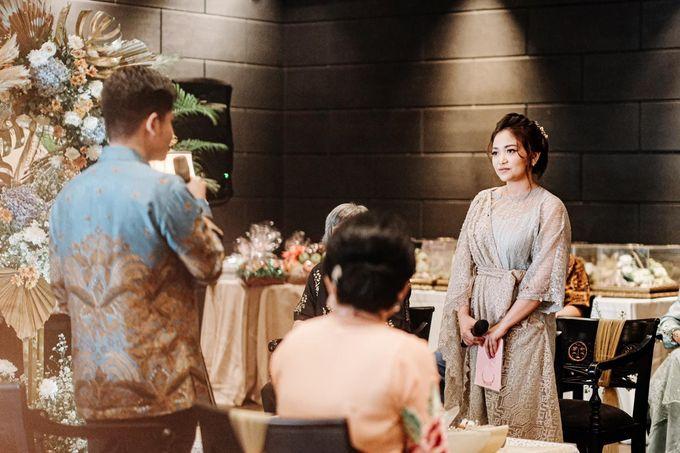 Allysa Riyandi Engagement by Chandira Wedding Organizer - 042