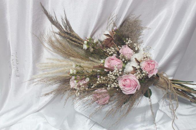 Rustic Wedding Bouquet by La Fleuriste Clara - 001