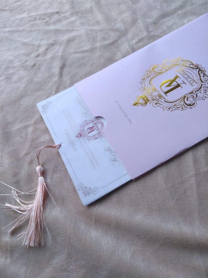 Dela & Ari - Hard Cover Pull out with Tassel by Keeano Project - 002