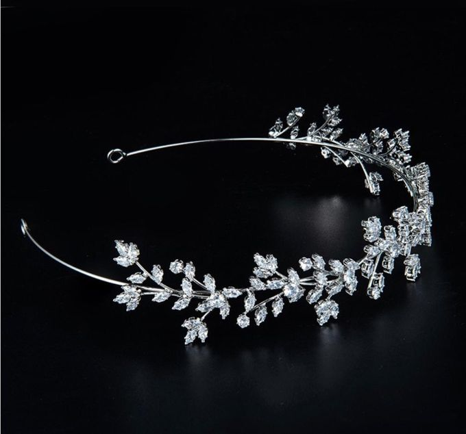 our latest collection of beautiful wedding crown by D BRIDE - 002