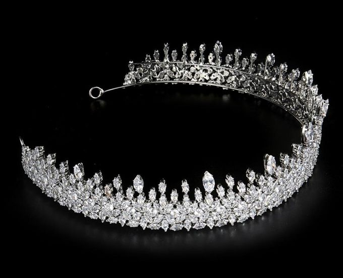 our latest collection of beautiful wedding crown by D BRIDE - 001