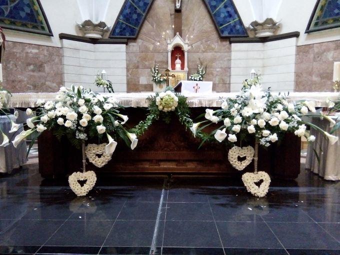 White Dove Church Wedding Decoration By Zamia Florist