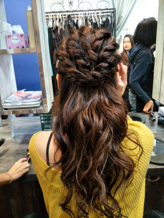 Hairstyling By Lili by Lili Makeup Specialist - 027
