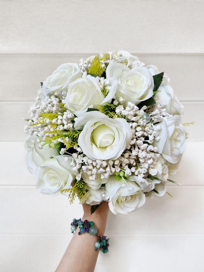 Artificial Wedding Hand bouquet - White Rose by raia_fleurs - 001