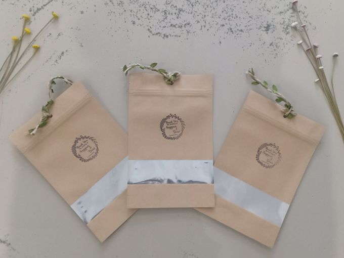 Simple Packaging by Yoursouvenirsocks - 001