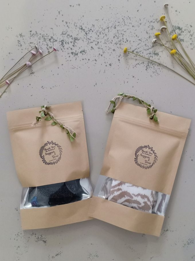 Simple Packaging by Yoursouvenirsocks - 002