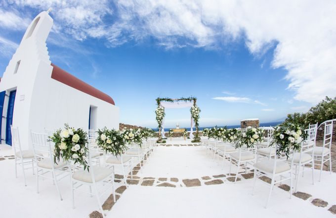 A wedding, is one of the most sacred, special and intimate moments in a couple's life, hence creating the ideal composition according to their desires by Diamond Events - 008