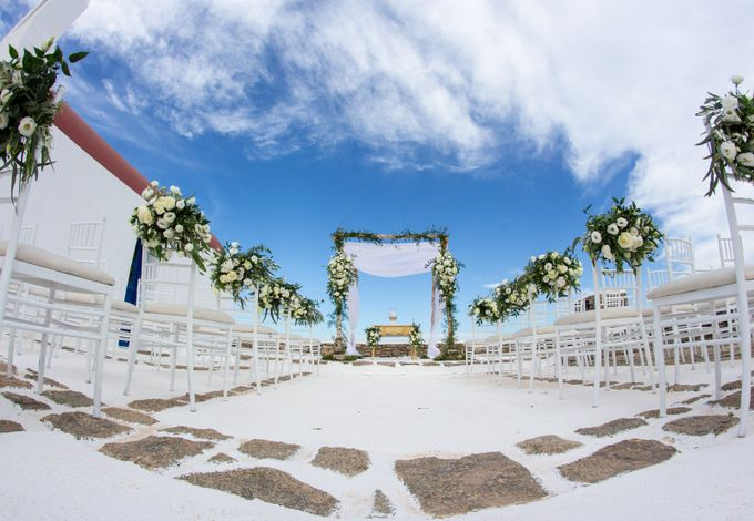 A wedding, is one of the most sacred, special and intimate moments in a couple's life, hence creating the ideal composition according to their desires by Diamond Events - 022