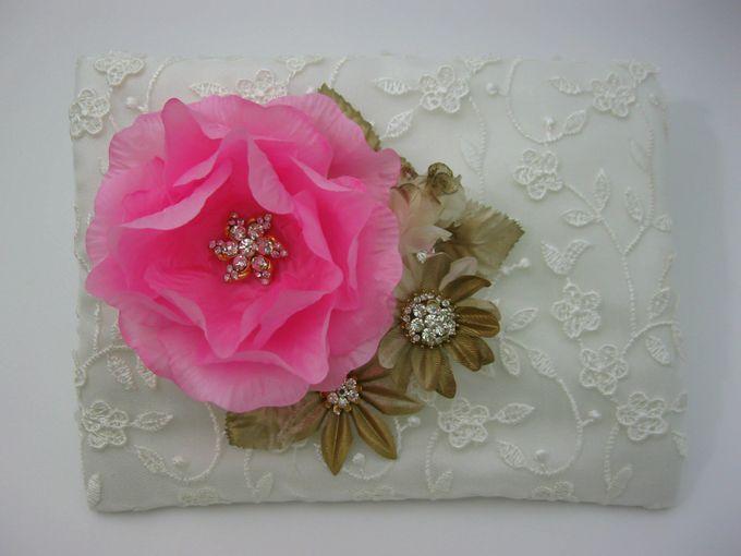 BRIDAL CLUTCHES by Pamela Falli - 038