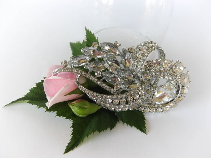 BRIDAL CRISTAL BROCHES by Pamela Falli - 014