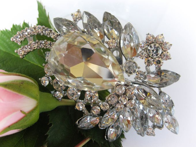 BRIDAL CRISTAL BROCHES by Pamela Falli - 012