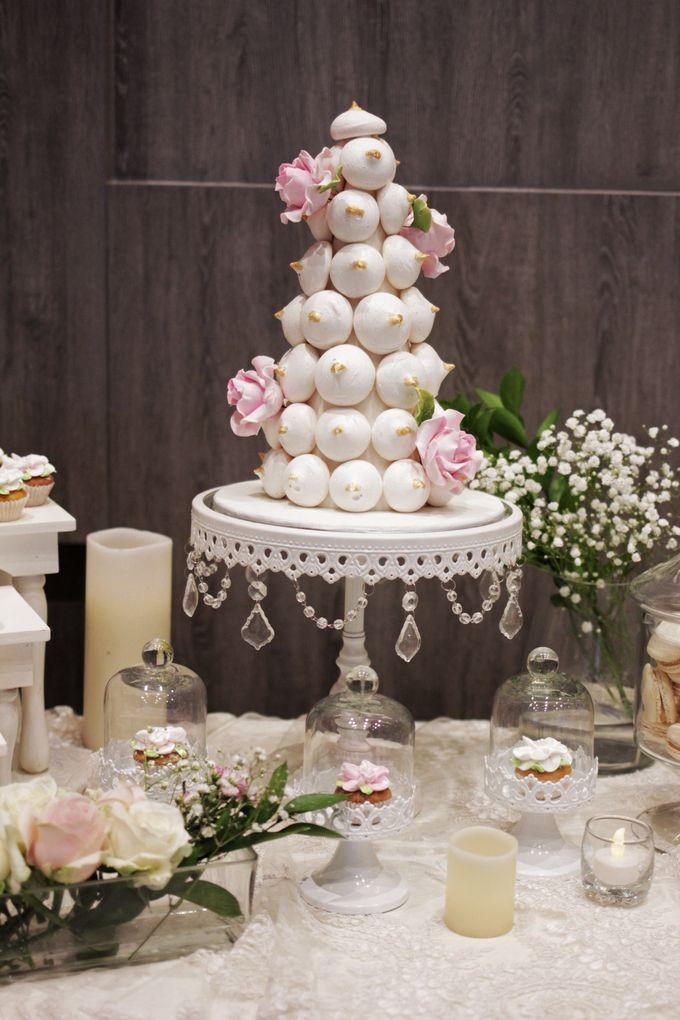 Romantic Dessert Table by Gordon Blue Cake - 013