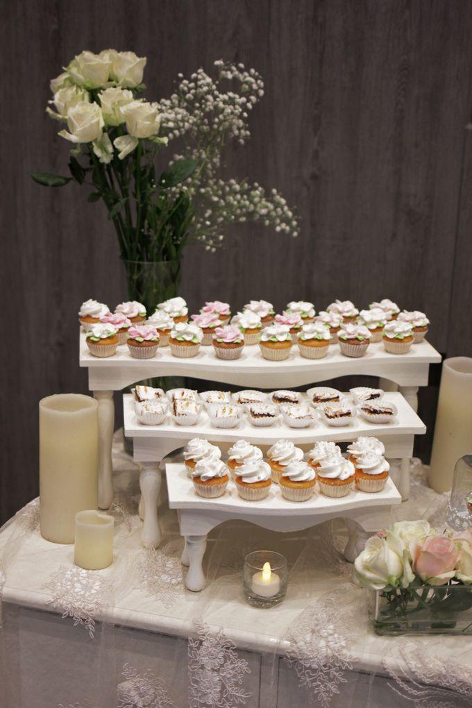 Romantic Dessert Table by Gordon Blue Cake - 015