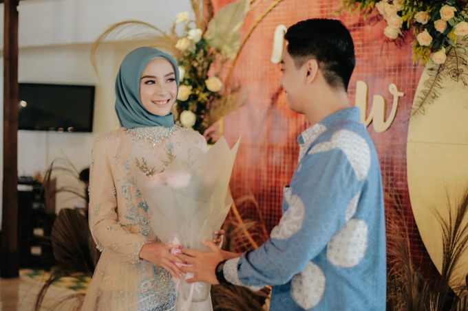 The Engagement of Melly & Wisnu by alienco photography - 002