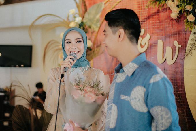 The Engagement of Melly & Wisnu by alienco photography - 004