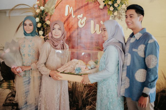 The Engagement of Melly & Wisnu by alienco photography - 005